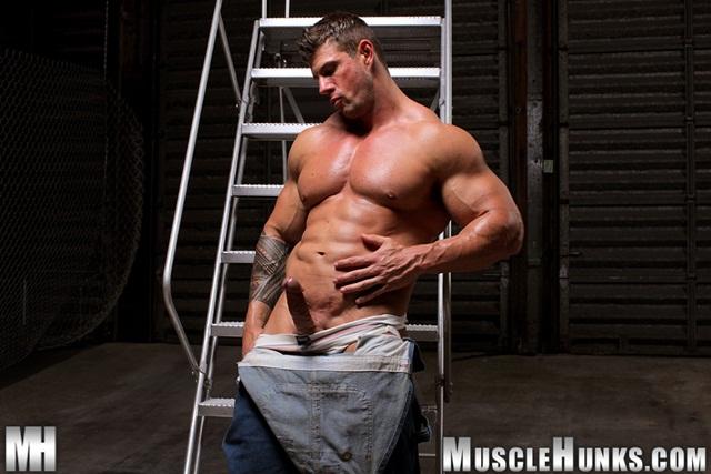 massive Muscle hulk gay pornstar zeb Atlas flexing muscles