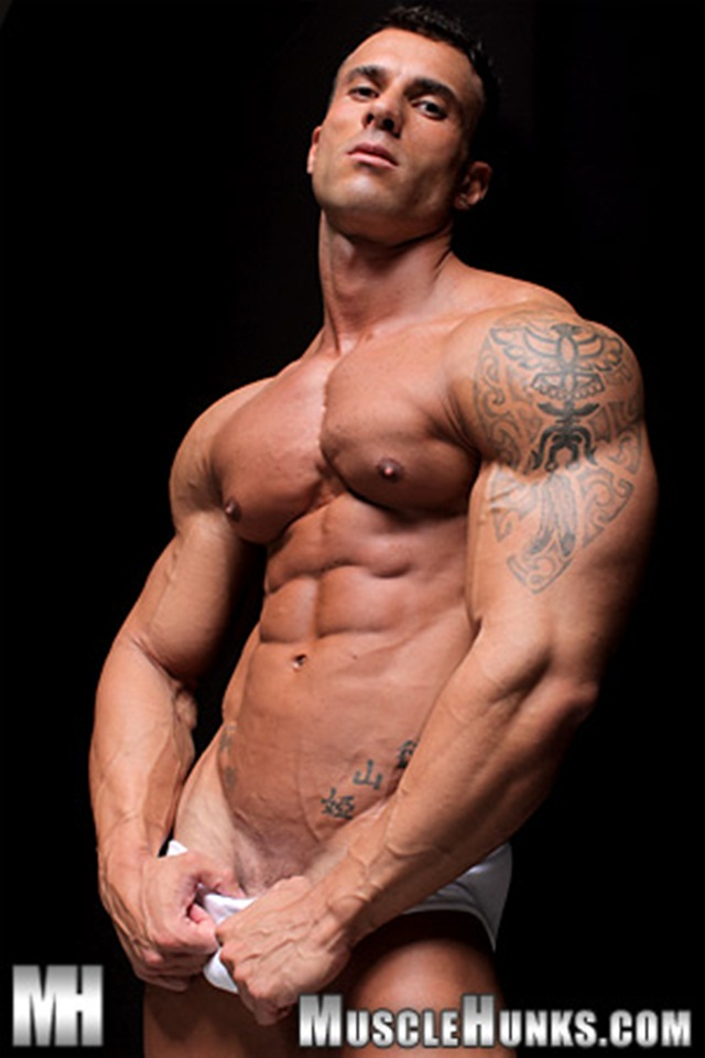 Muscle Hunks Gianluigi Volti Extra Long Dick, Quite A Cum -7932