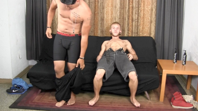 Aaron-and-Cody-Straight-Fraternity-bareback-straight-boy-men-go-gay-for-pay-raw-sex-condom-free-fucking-young-sexy-guys-03-pics-gallery-tube-video-photo