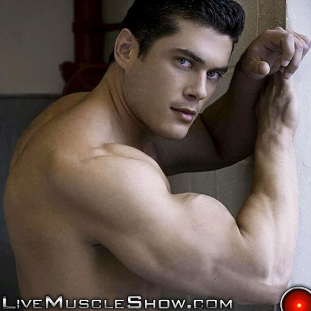 live muscle show  Clark Kent