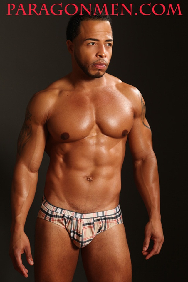 Dee-Whitt-001-Ripped-Muscle-Bodybuilder-Strips-Naked-and-Strokes-His-Big-Hard-Cock-for-at-Paragon-Men-photo