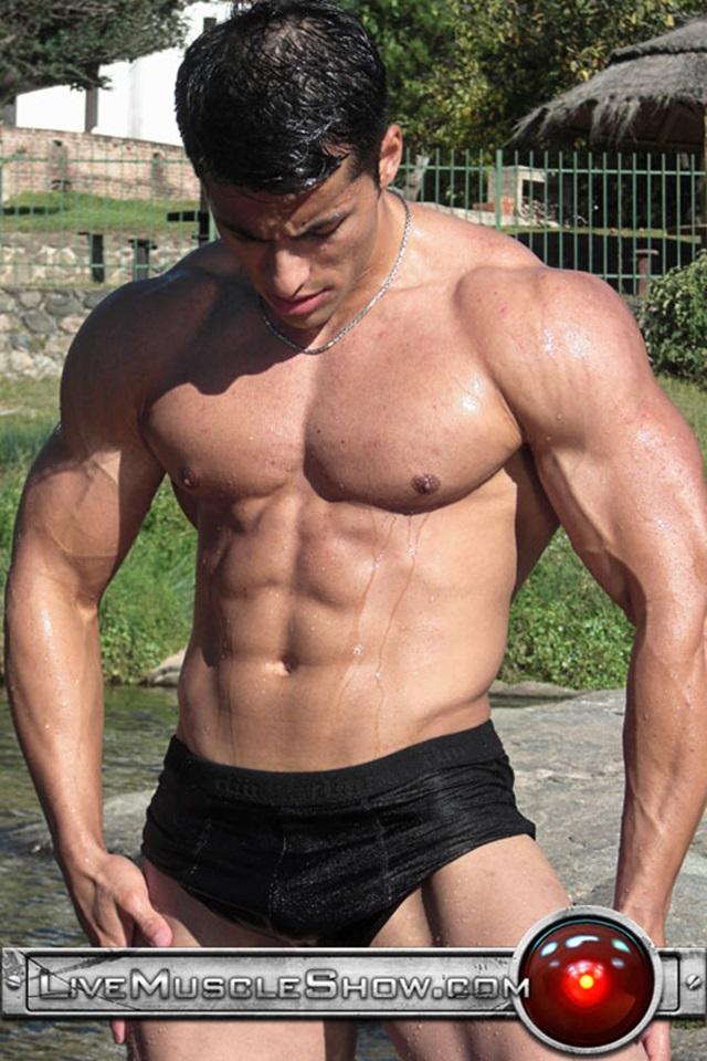 live muscle show  Benjamin Jackson