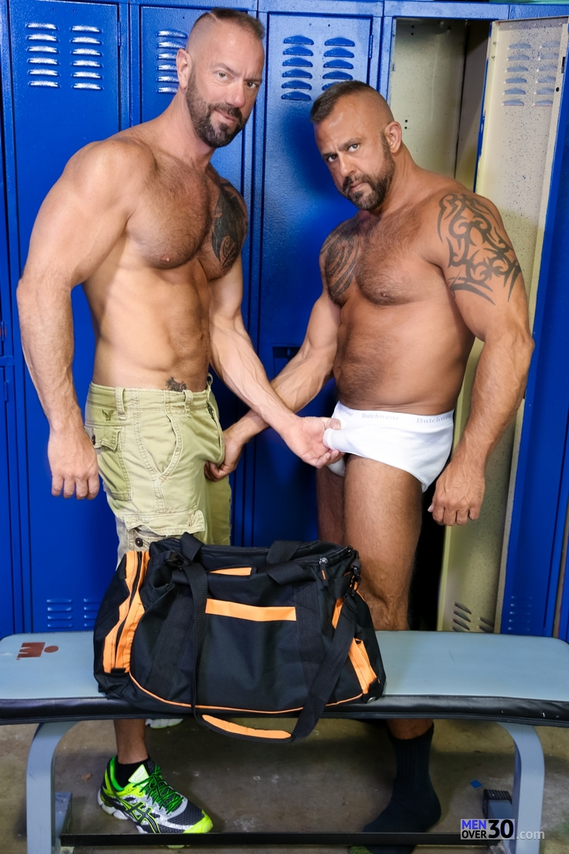 MenOver30-Vic-Rocco-Jon-Galt-locker-room-smelly-armpit-hairy-chest-hot-gym-toned-men-ass-fucking-004-tube-download-torrent-gallery-photo