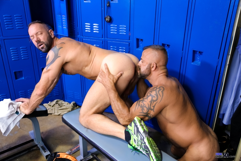 MenOver30-Vic-Rocco-Jon-Galt-locker-room-smelly-armpit-hairy-chest-hot-gym-toned-men-ass-fucking-008-tube-download-torrent-gallery-photo