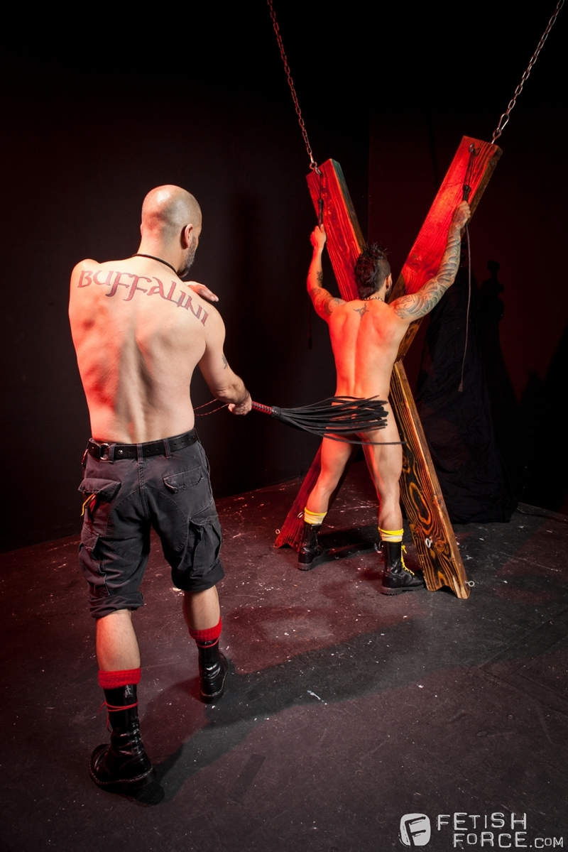 FistingCentral-Tony-Buff-dark-room-Draven-Torres-St-Andrews-cross-taskmaster-Mohawk-muscle-flogging-raised-welts-004-tube-download-torrent-gallery-sexpics-photo