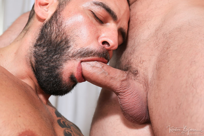 KristenBjorn-nude-big-muscle-dudes-kissing-Gabriel-Lunna-Cody-Banx-bare-raw-massive-cock-sucking-bareback-anal-fuck-flip-cum-shot-005-gay-porn-sex-gallery-pics-video-photo