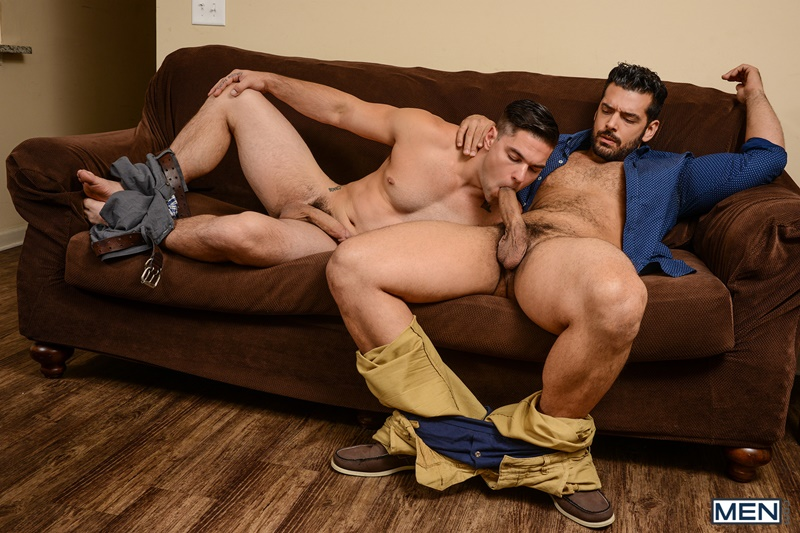 Hunk marcus ruhl feeds twink jordan with his uncut meat