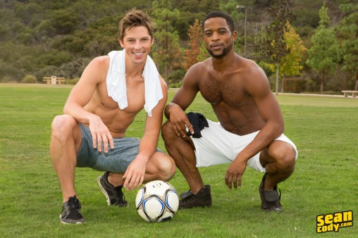 SeanCody-interracial-muscle-hunks-Josiah-huge-black-dick-bareback-fucking-Landon-smooth-white-bubble-ass-rimming-cocksucking-001-gay-porn-sex-gallery-pics-video-photo