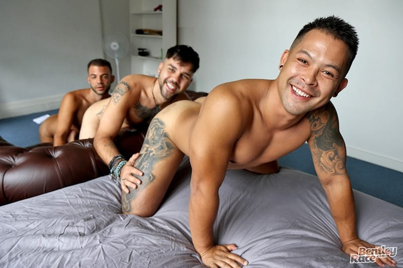 Men for Men Blog Layton-Charles-Jesse-Carter-Sam-Sivahn-daisy-chain-fuck-Hot-young-dudes-bentley-race-007-gay-porn-pictures-gallery Hot young dudes Layton Charles, Jesse Carter and Sam Sivahn daisy chain fuck Bentley Race