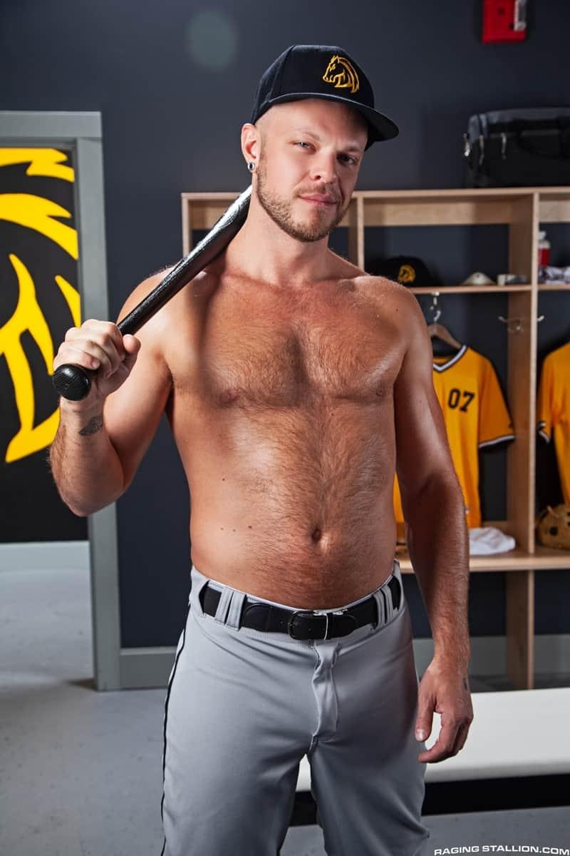 Big-muscle-studs-Wade-Wolfgar-stretches-Sharok-butt-hole-Ricky-Larkin-fucks-face-RagingStallion-008-Gay-Porn-Pics